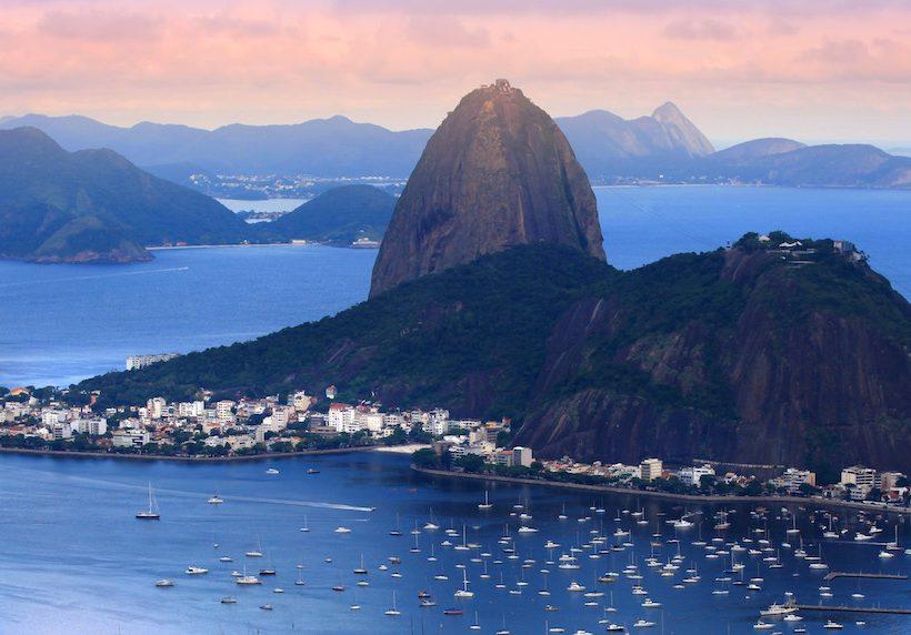 Homens e mulheres solteiros querem viajar para o Rio no fim do ano
