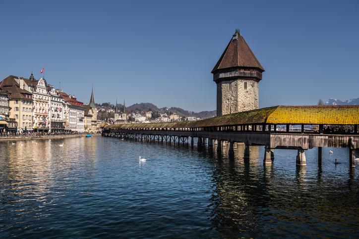 Ponte Kapellbrücke de Lucerna