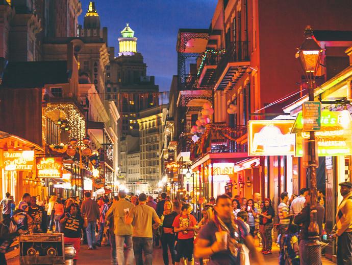 A vida noturna da Bourbon Street