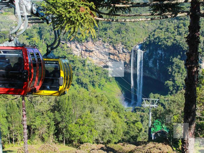 Encante-se com a vista aérea da Cachoeira do Caracol, na Serra Gaúcha