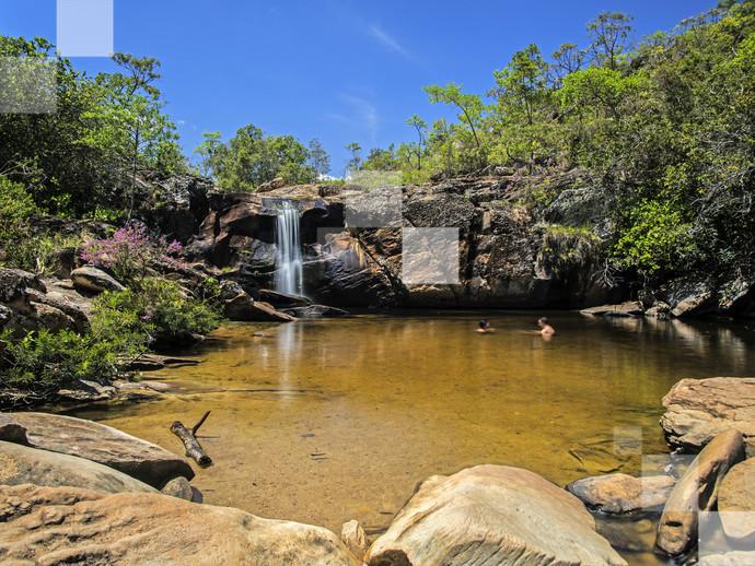 Pequenina, mas cheia de charme: a Cachoeira do Carijó é ponto obrigatório de visitação em Milho Verde (MG)