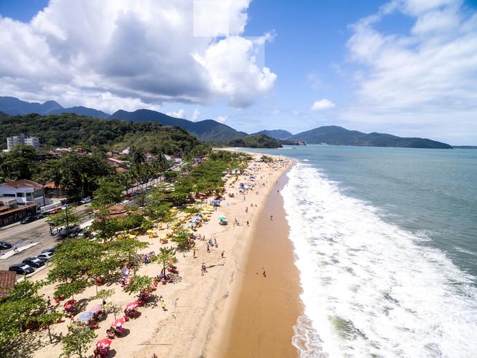 Imagine-se relaxando em uma das praias de Caraguatatuba, um dos destinos mais cobiçados do litoral paulista