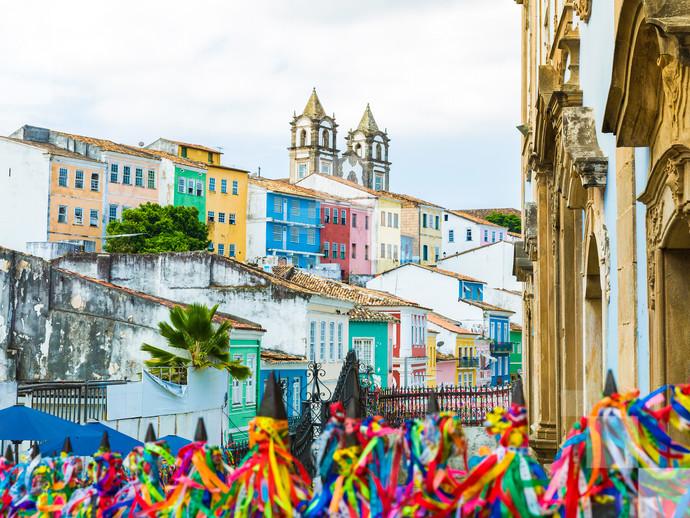 As ruas de Salvador são tomadas por foliões dos quatro cantos do país durante o Carnaval