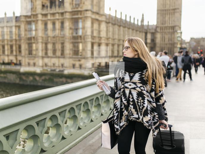 Passeie pela ponte Westminster e tire fotos