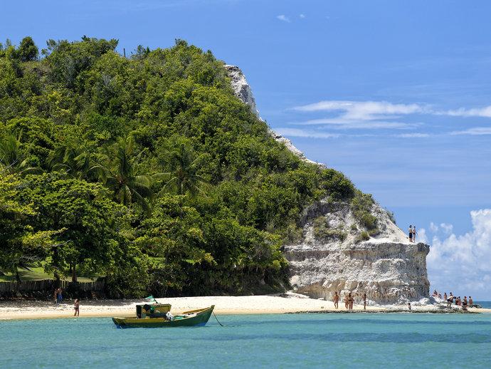 A Praia do Espelho é um dos mais belos refúgios de Trancoso, na Bahia