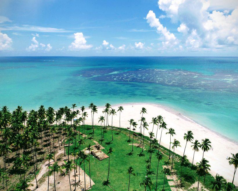 Tendências de viagem para o fim do ano: turismo doméstico, viagens em família e muita praia