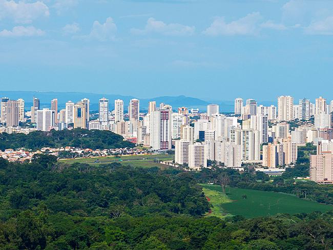 foto do skyline de São Paulo em um dia ensolarado