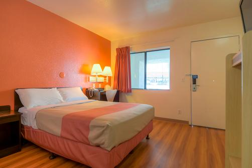 Motel 6 Palm Springs Downtown - Palm Springs - Quarto