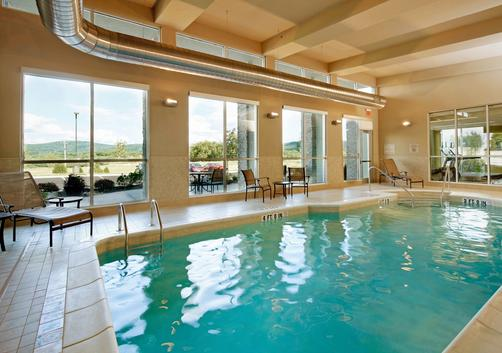SpringHill Suites by Marriott Pittsburgh Latrobe - Latrobe - Piscina