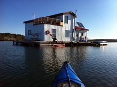 Yellowknife Bay Floating B&B