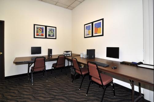 Clarion Inn & Suites - Stockton - Business center
