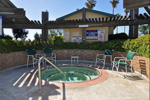Clarion Inn & Suites - Stockton - Piscina