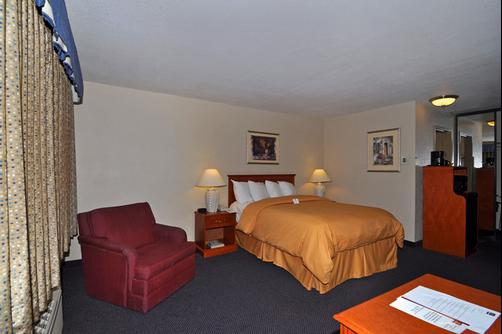 Clarion Inn & Suites - Stockton - Quarto